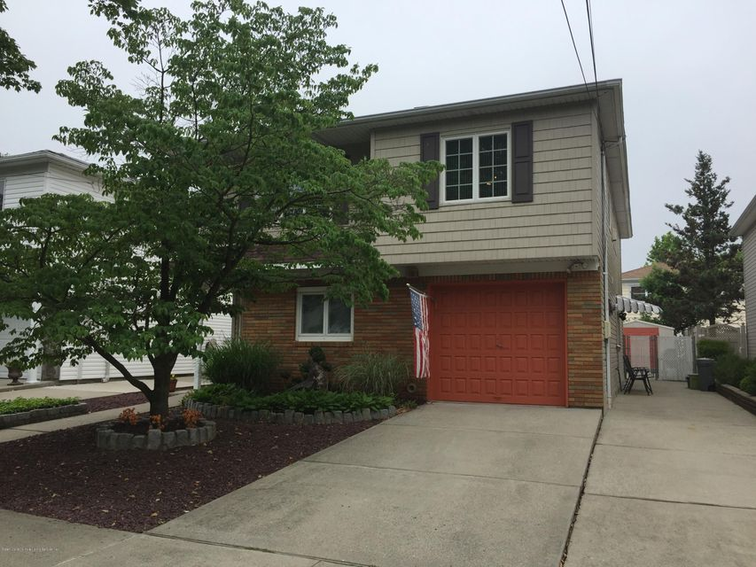 Two Family - Detached in Great Kills - 52 Dunbar Street  Staten Island, NY 10308
