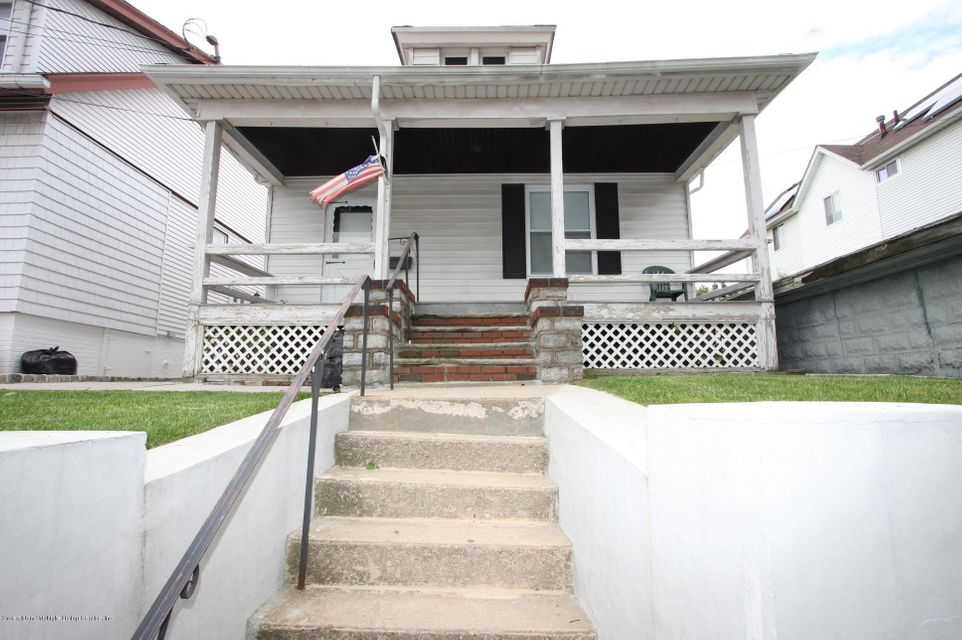 Single Family - Detached in Rosebank - 16 James Place  Staten Island, NY 10305