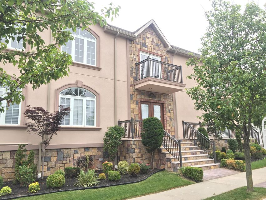 Single Family Home for Sale at 385 Ramona Avenue Staten Island, New York 10312 United States