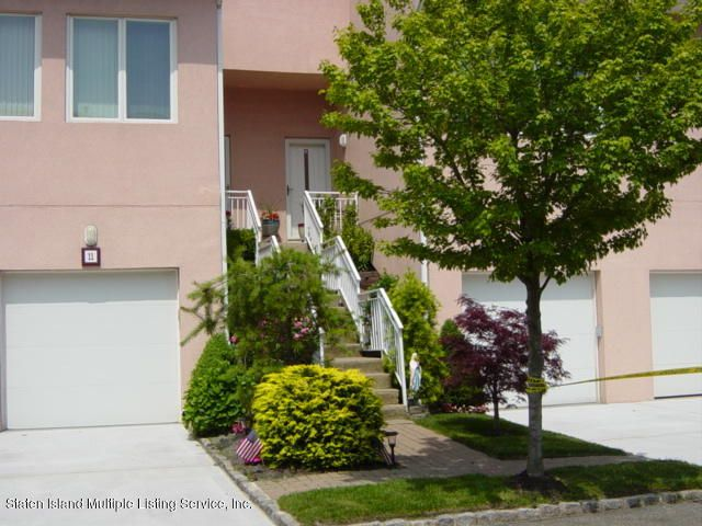 Single Family Home for Sale at 17 Harbour Court Staten Island, New York 10308 United States