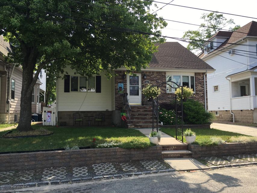 Single Family Home for Sale at 362 Brehaut Ave Staten Island, New York 10307 United States