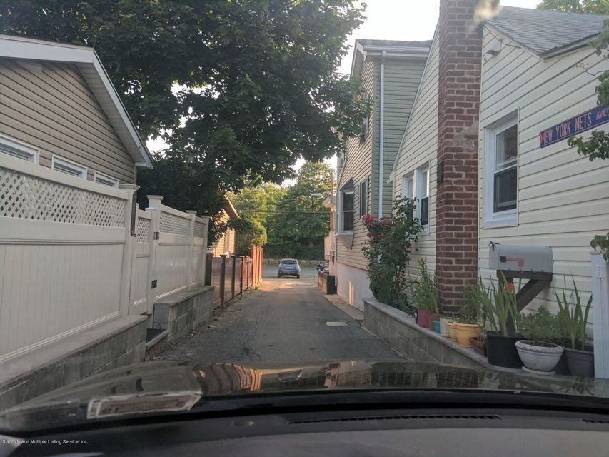 Additional photo for property listing at 77d Edgewater Park  Bronx, New York 10466 United States