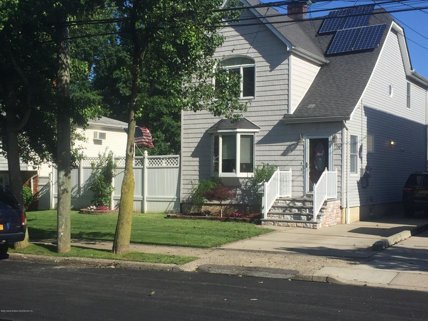 Single Family Home for Sale at 1550 Drumgoole Rd Staten Island, New York 10312 United States