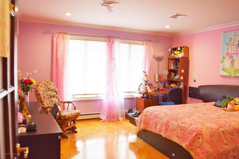 Single Family - Detached 31 Arbutus Way  Staten Island, NY 10312, MLS-1111606-18