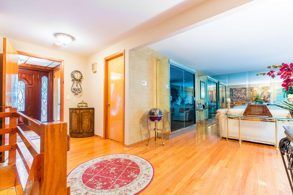 Additional photo for property listing at 190 Nevada Avenue  Staten Island, New York 10306 United States