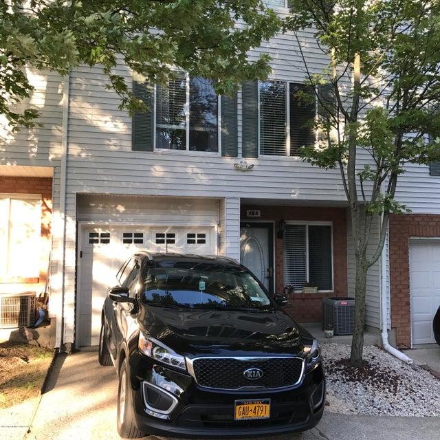 152 Ilyssa Way, Staten Island, NY 10312