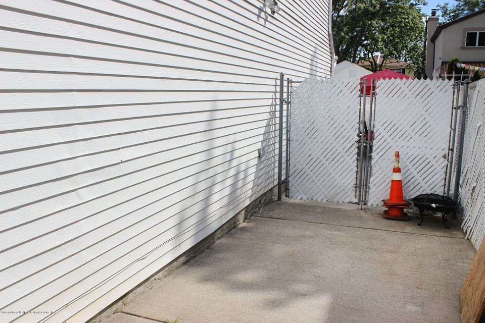 Additional photo for property listing at 54 Robinson Avenue  Staten Island, New York 10312 United States