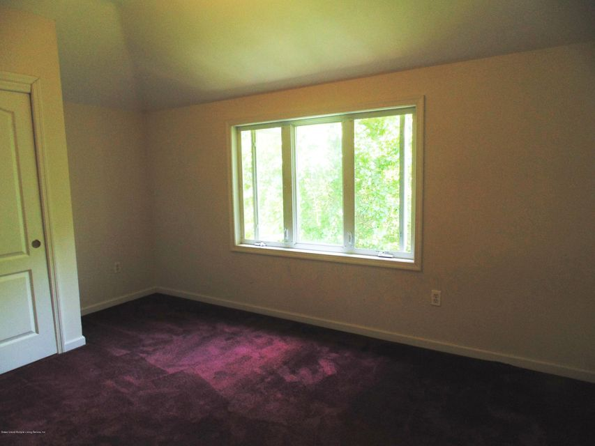 Additional photo for property listing at 27 Gwenn Loop  Staten Island, New York 10314 United States