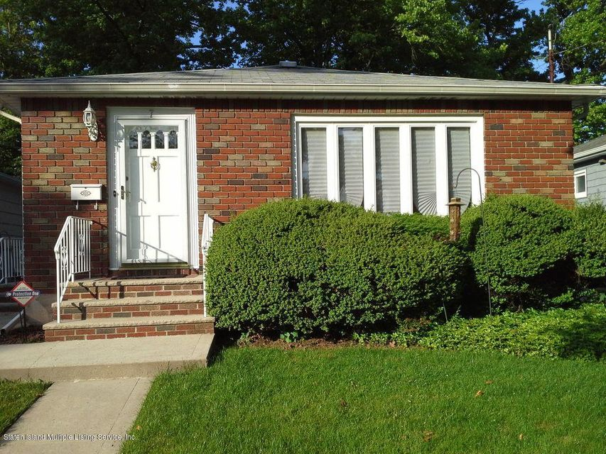 Single Family - Detached in Great Kills - 7 Cloverdale Avenue  Staten Island, NY 10308