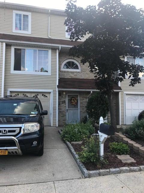 25 Adrianne Lane, Staten Island, NY 10303