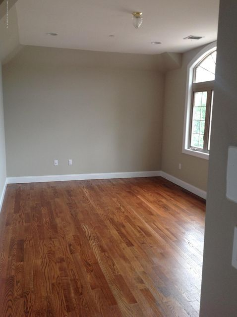 Additional photo for property listing at 315 Virginia Avenue  Staten Island, New York 10305 United States