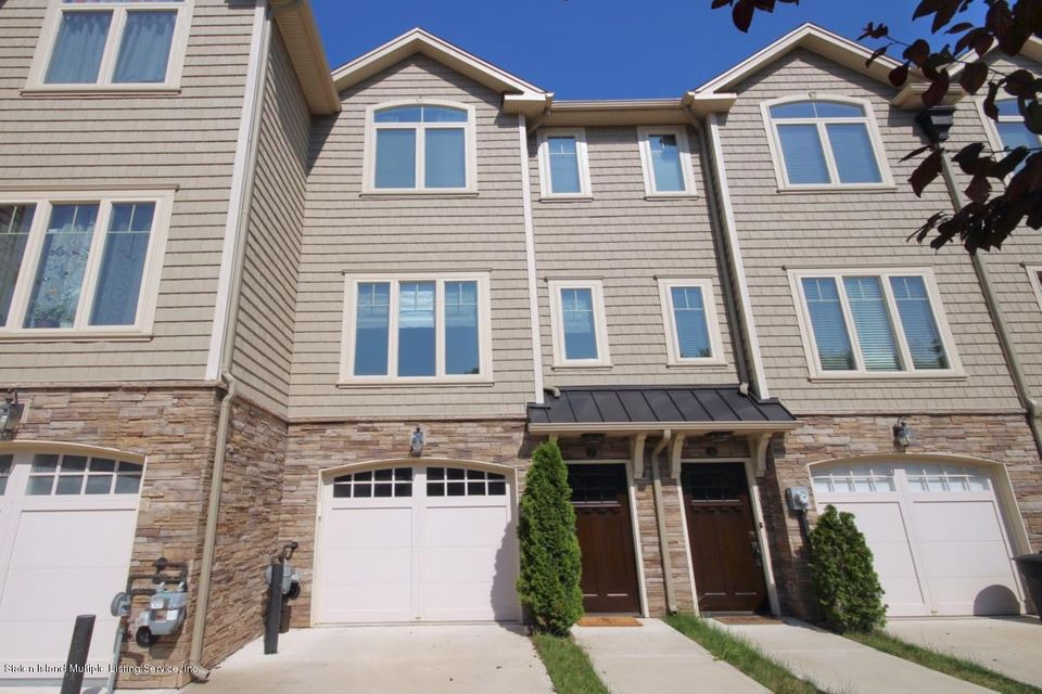 Single Family - Attached in Bulls Head - 17 Pyramid Court  Staten Island, NY 10314