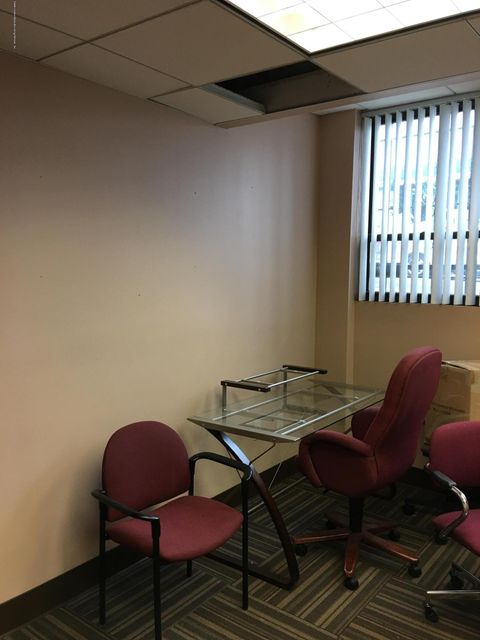 Additional photo for property listing at 1946 Victory Boulevard  Staten Island, New York 10314 United States