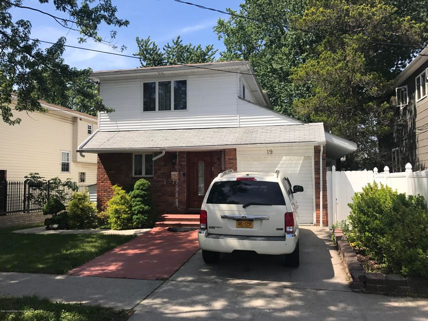 Single Family - Detached in Willowbrook - 19 Dorothy Street   Staten Island, NY 10314