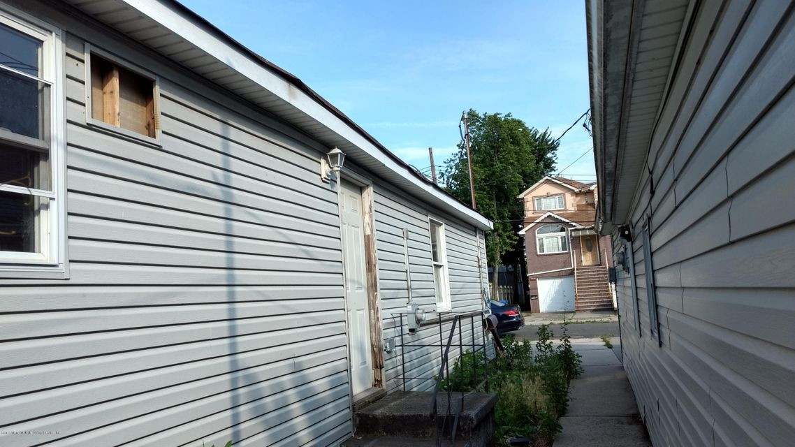 Additional photo for property listing at 752 Patterson Avenue  Staten Island, New York 10306 United States