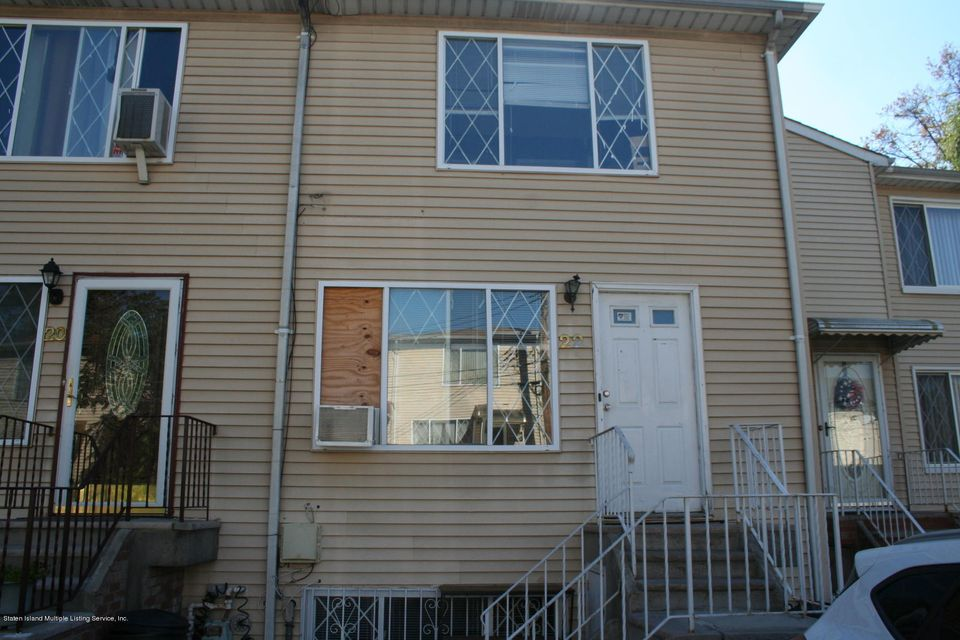 Single Family Home for Sale at 22 Greenfield Court Staten Island, New York 10304 United States