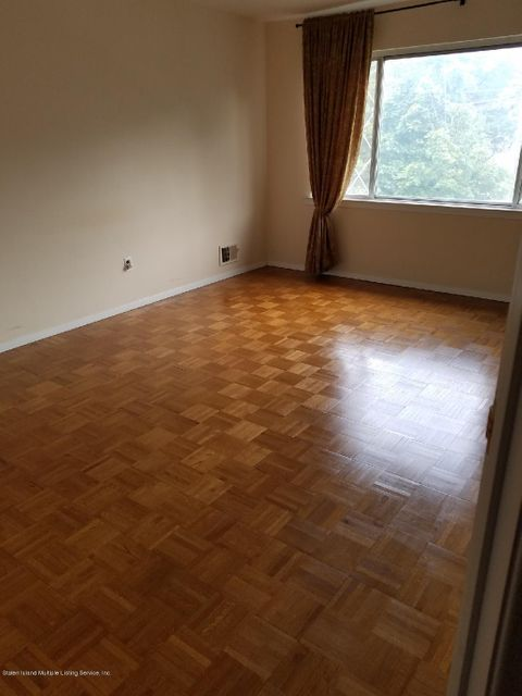 Additional photo for property listing at 176 Wainwright Avenue  Staten Island, New York 10312 United States