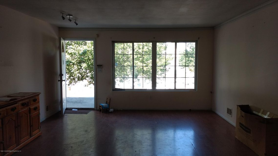 Additional photo for property listing at 5 Ludwig Lane  Staten Island, New York 10303 United States