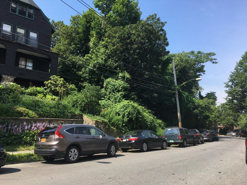 Additional photo for property listing at 3038 Saint Marks Place  Staten Island, New York 10301 United States