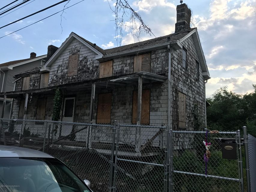 Single Family Home for Sale at 6 Sommers Lane Staten Island, New York 10314 United States