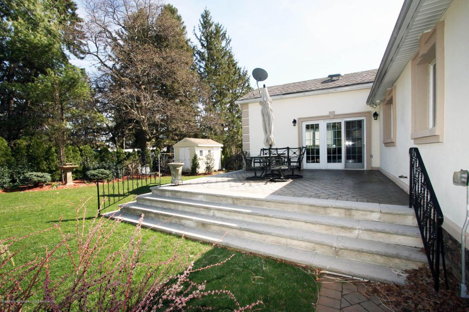 Additional photo for property listing at 1073 Todt Hill Road  Staten Island, New York 10304 United States