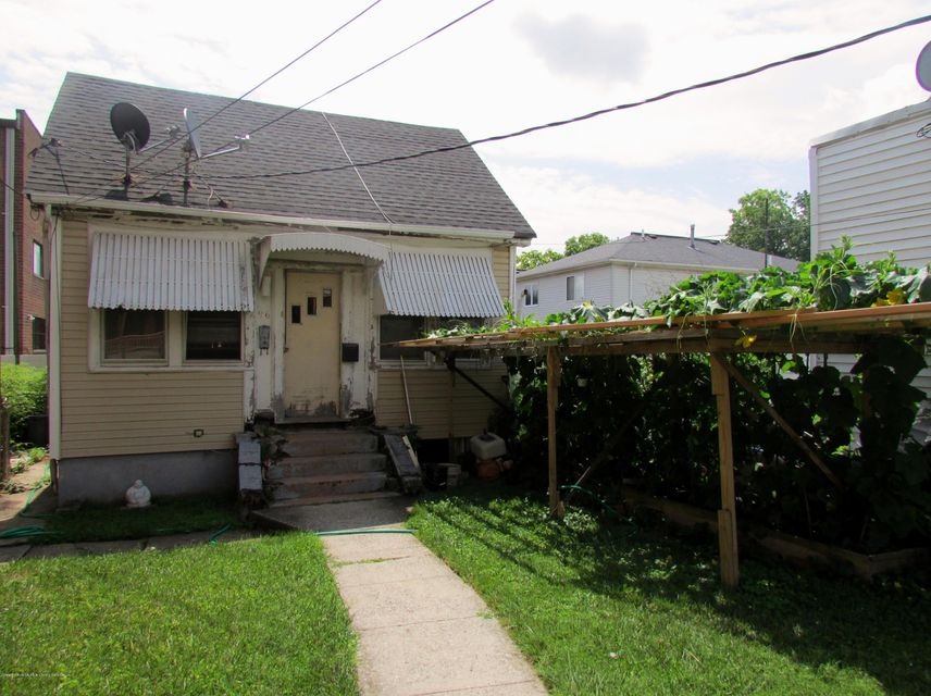 Single Family Home for Sale at 96 Hancock Street Staten Island, New York 10305 United States