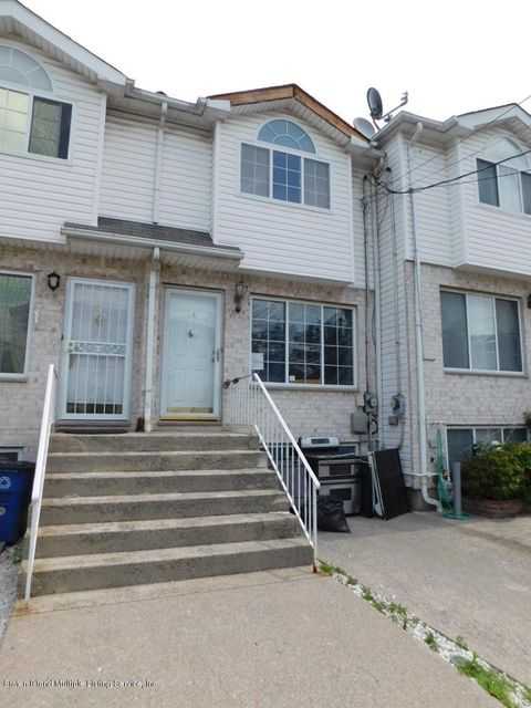 Additional photo for property listing at 44 Bridge Court  Staten Island, New York 10305 United States