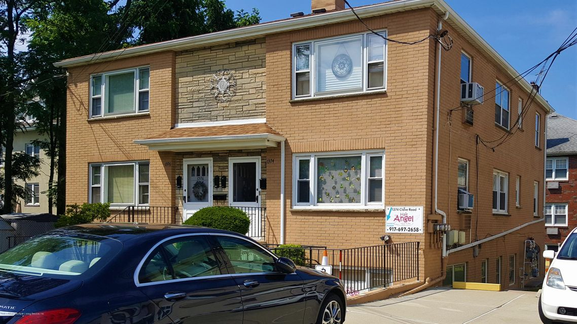 Commercial for Rent at 1374 Clove Road Staten Island, New York 10301 United States