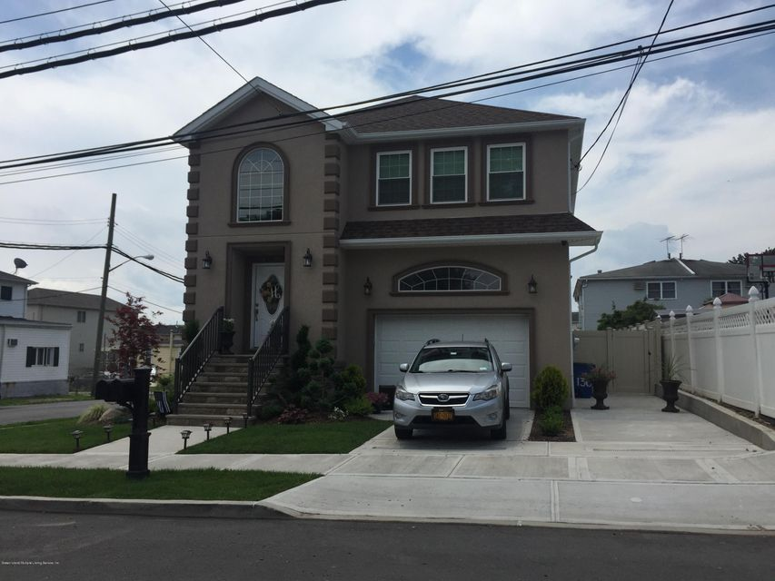 Additional photo for property listing at 819 Rossville Avenue  Staten Island, New York 10309 United States