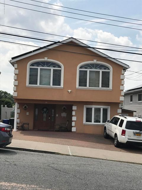 Single Family - Detached in Manor Heights - 170 Gower Street  Staten Island, NY 10314