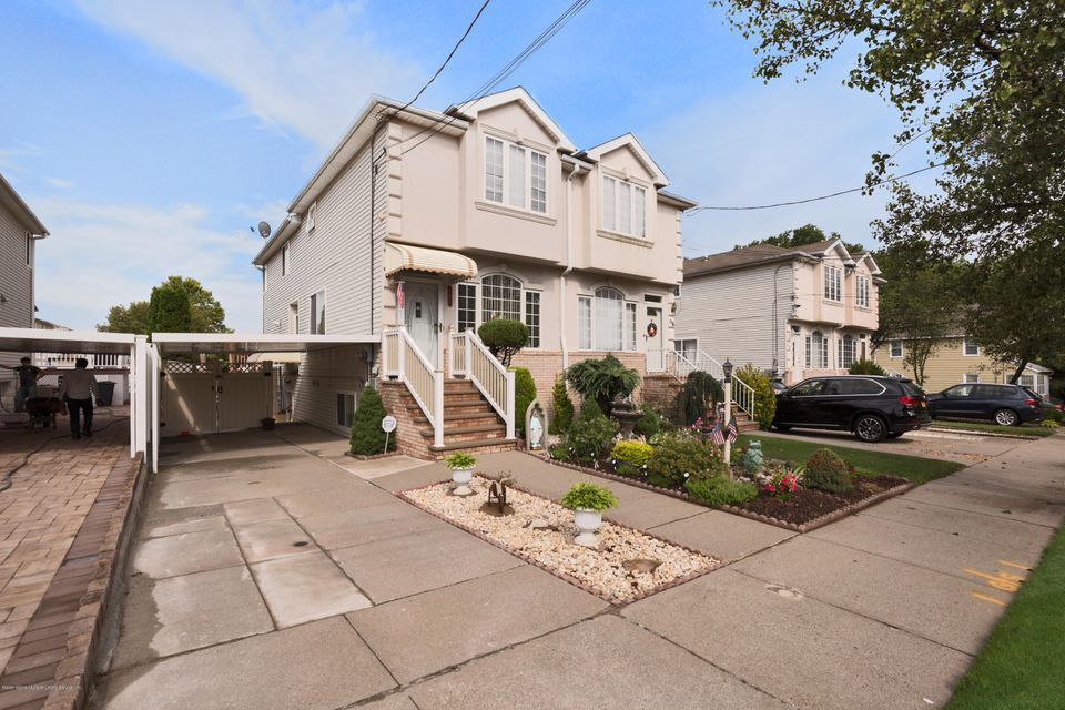 Single Family Home for Sale at 694 Bloomingdale Road Staten Island, New York 10309 United States
