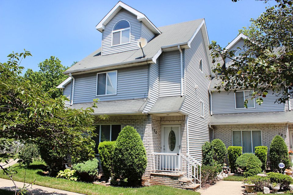 Single Family Home for Sale at 120 Fairlawn Avenue Staten Island, New York 10308 United States