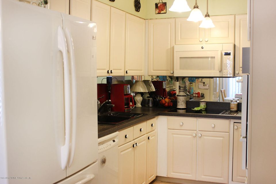 Additional photo for property listing at 120 Fairlawn Avenue  Staten Island, New York 10308 United States
