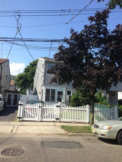 Single Family - Semi-Attached in Mariners Harbor - 17 Journeay Street  Staten Island, NY 10303