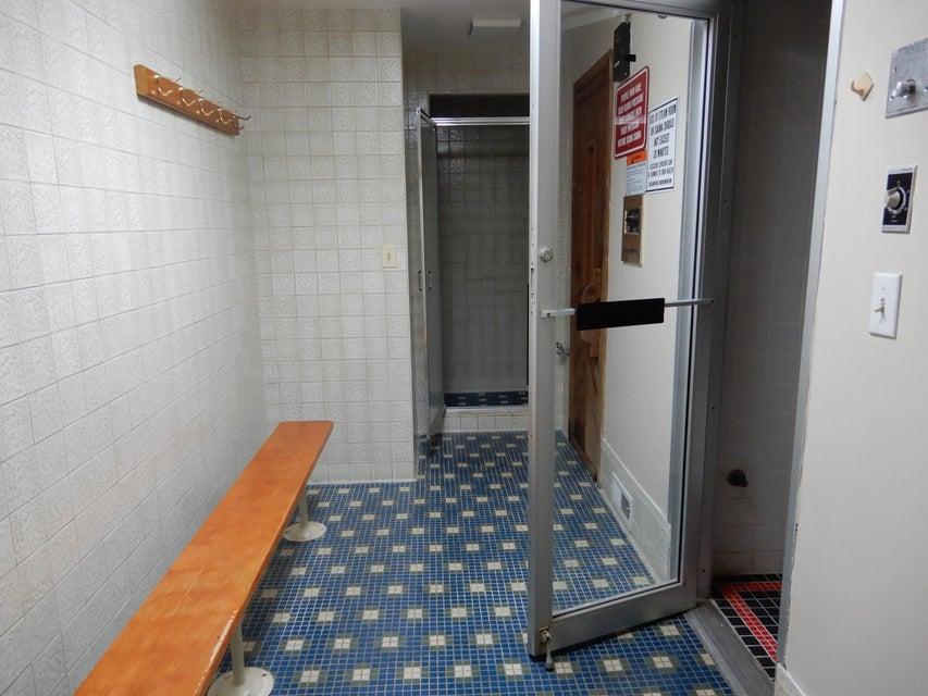 Additional photo for property listing at 31 Hylan Blvd  Staten Island, New York 10305 United States