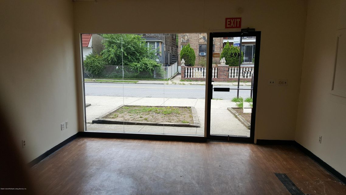 Additional photo for property listing at 495 Jewett Avenue  Staten Island, New York 10302 United States
