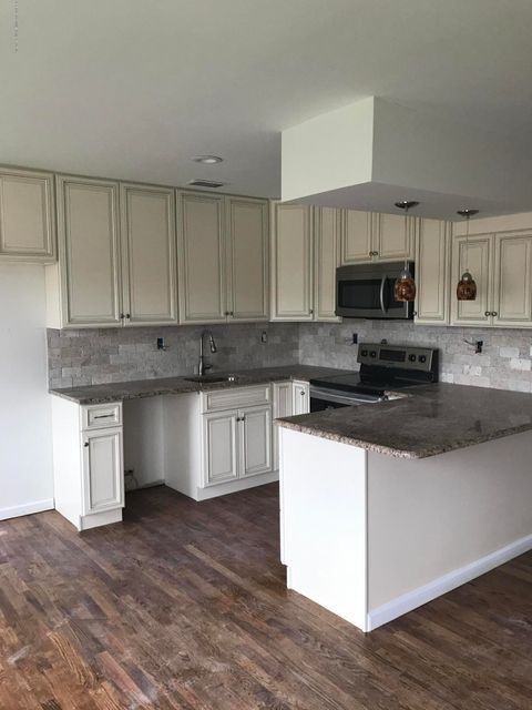 Additional photo for property listing at 924 Armstrong Avenue  Staten Island, New York 10308 United States