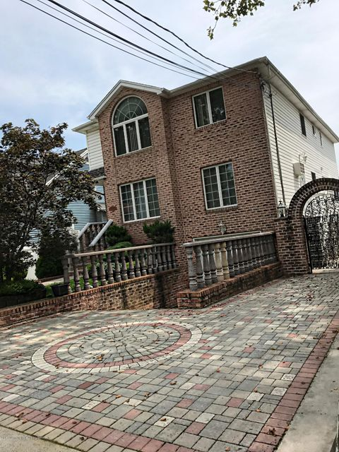 Single Family Home for Sale at 226 Sheldon Avenue Staten Island, New York 10312 United States