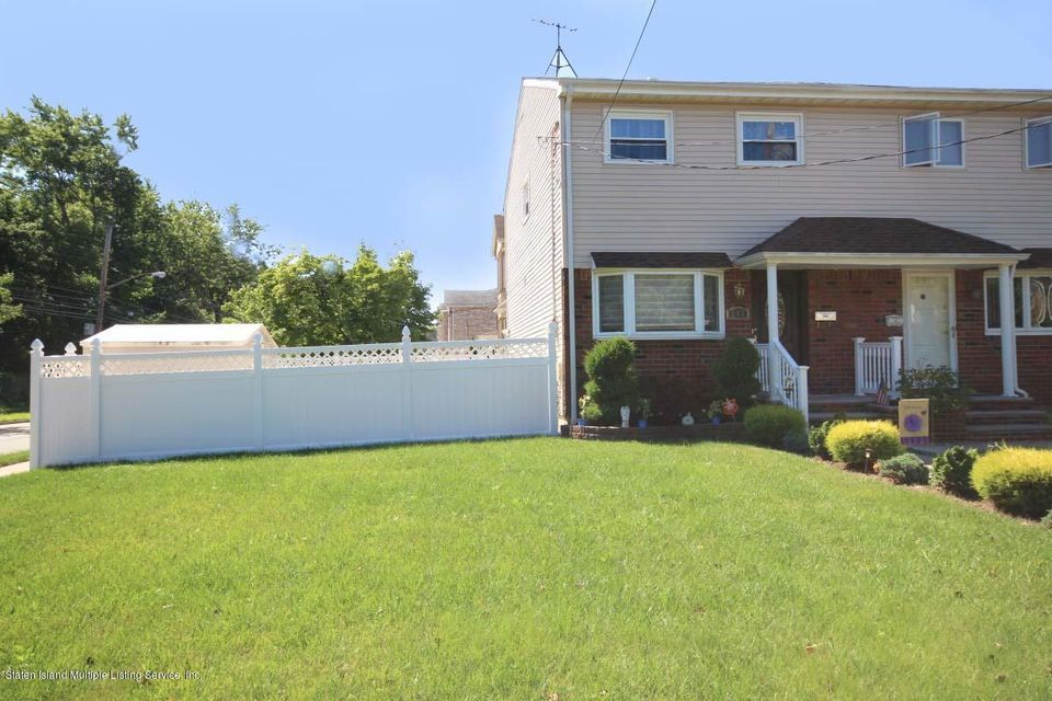 Single Family Home for Sale at 388 Billiou Street Staten Island, New York 10312 United States