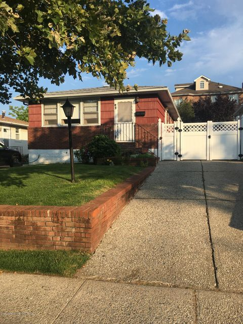 Single Family Home for Sale at 422 Sycamore Street Staten Island, New York 10312 United States