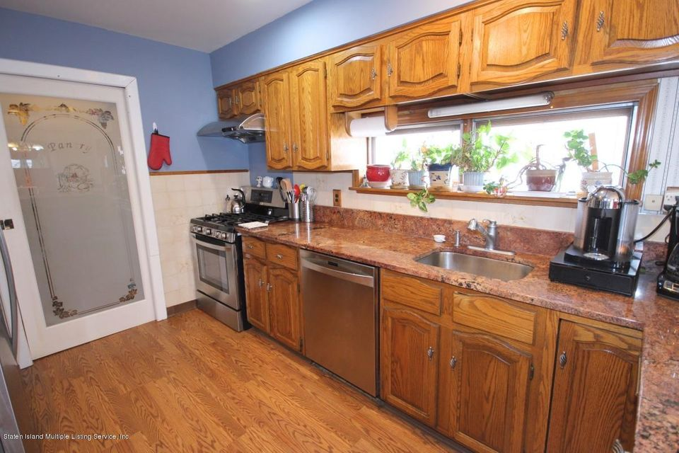 Additional photo for property listing at 505 Kissel Avenue  Staten Island, New York 10301 United States