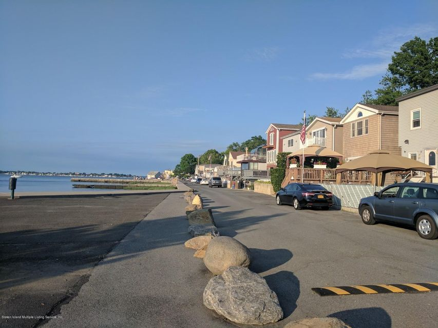 Additional photo for property listing at 102 Edgewater Park  Bronx, New York 10465 United States