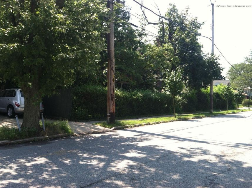 Additional photo for property listing at 19 1st Street  Staten Island, New York 10306 United States