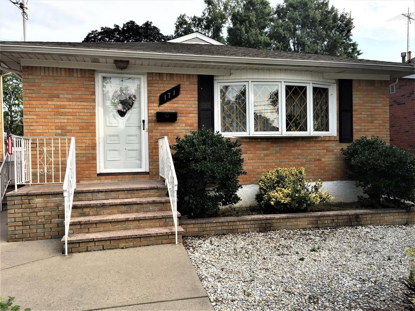Single Family Home for Sale at 171 Barlow Avenue Staten Island, New York 10308 United States
