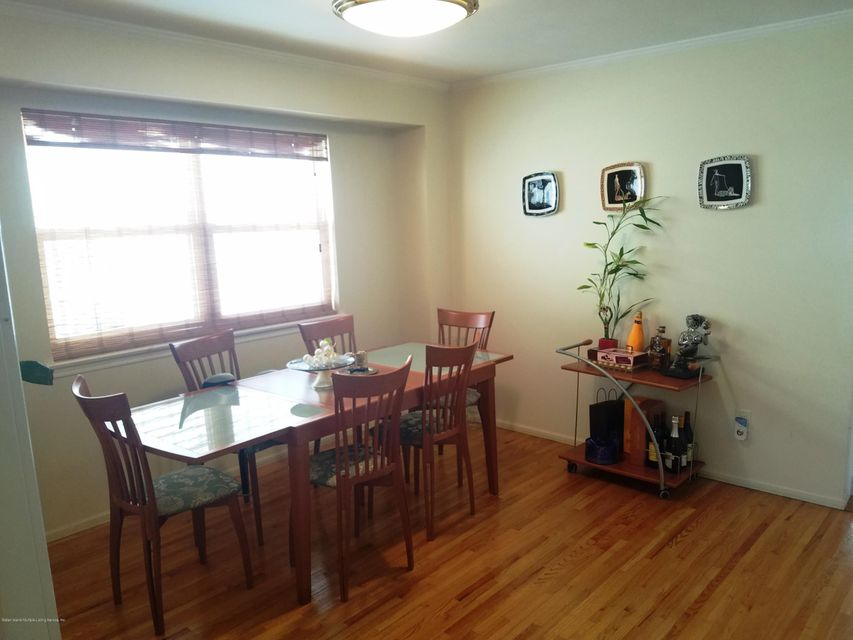 Additional photo for property listing at 31 Helen Ct  Staten Island, New York 10309 United States