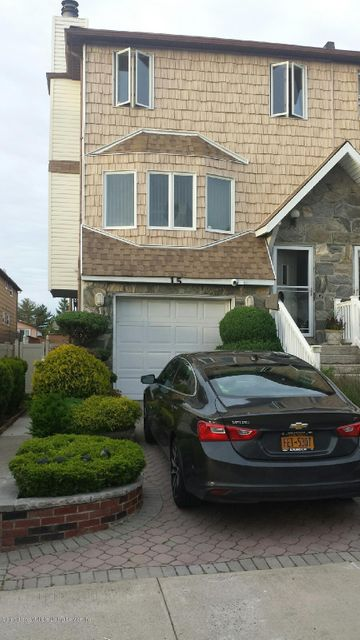 Single Family Home for Sale at 15 Furness Place Staten Island, New York 10314 United States