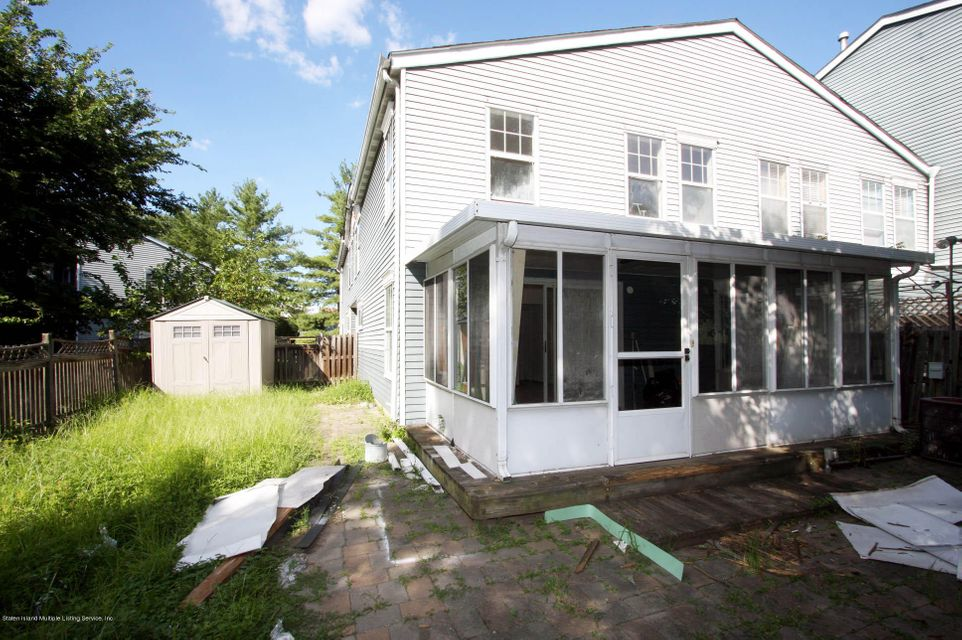 Additional photo for property listing at 44 Pond Way  Staten Island, New York 10303 United States