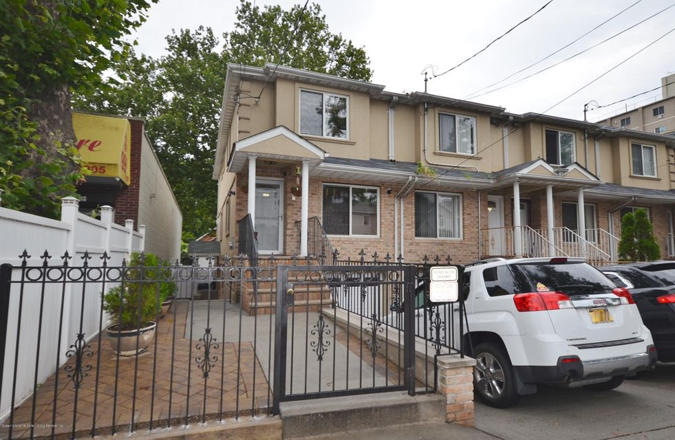 Single Family Home for Rent at 1281 Bay Street Staten Island, New York 10305 United States