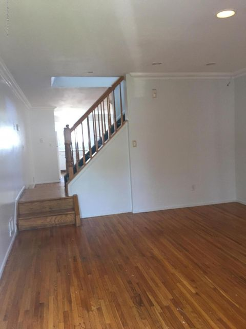 Additional photo for property listing at 14 Pebble Lane  Staten Island, New York 10305 United States