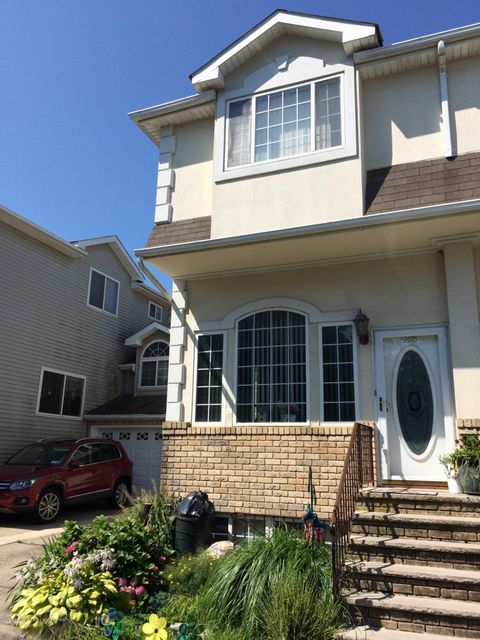 Single Family Home for Sale at 28 Crabtree Lane Staten Island, New York 10309 United States